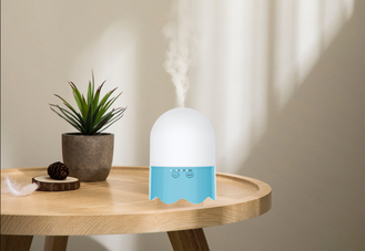China Household Essential Aroma Diffuser Humidifier 4 Hour Timing Off Blue Color supplier